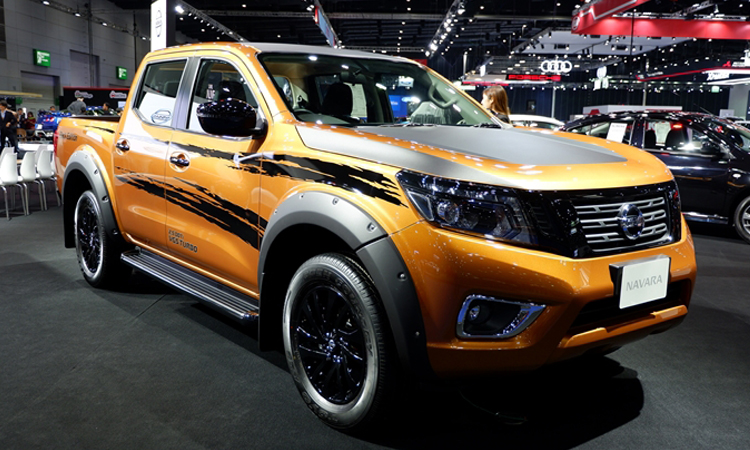 Nissan navara Black Edition สีส้ม