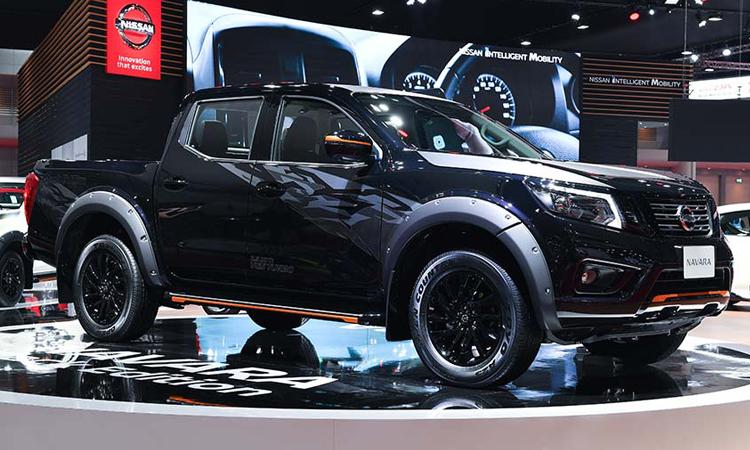 Nissan navara Black Edition สีดำ