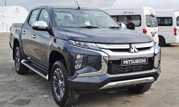 Mitsubishi Triton Double Cab สีเทา Titanium Grey