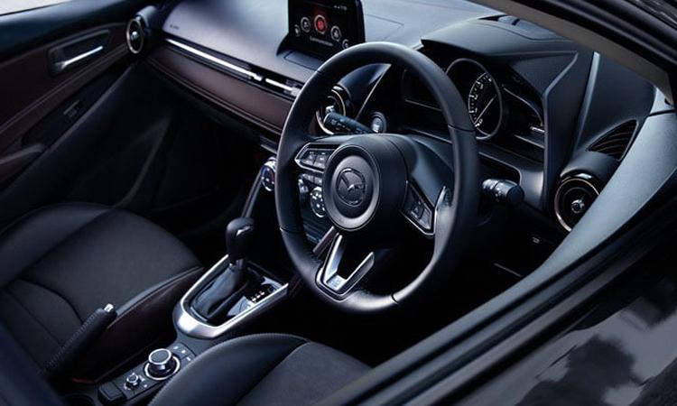 ภายใน Mazda2
