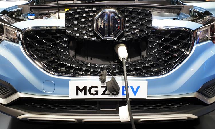 ชาจร์แบตเตอรี่ของ MG ZS EV ที่กระจังหน้า
