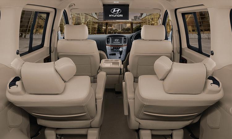 ภายในด้านหลัง Hyundai Grand Starex