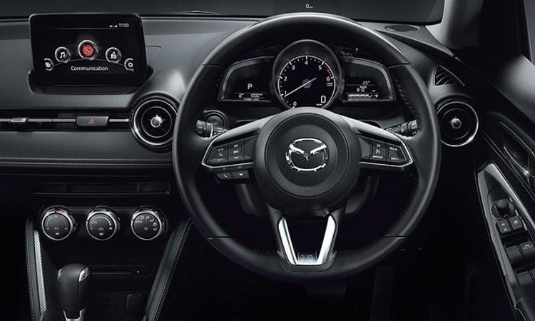 พวงมาลัย Mazda2