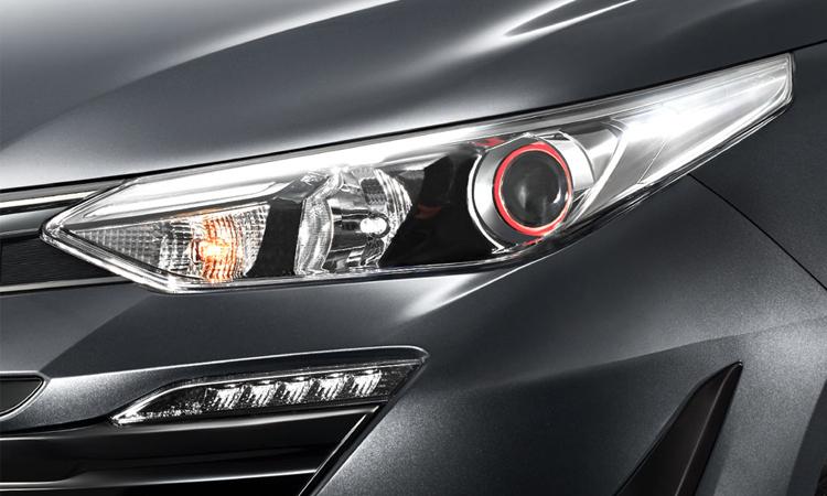 ไฟหน้า Toyota Yaris ATIV