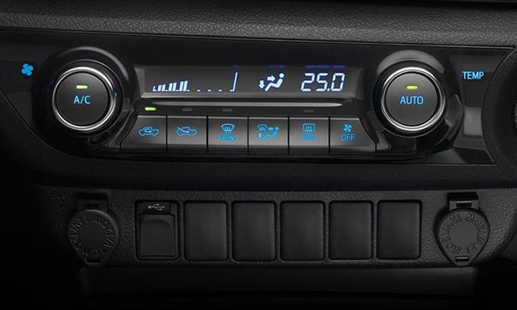ปุ่มควบคุม Toyota Hilux Revo Smart Cab