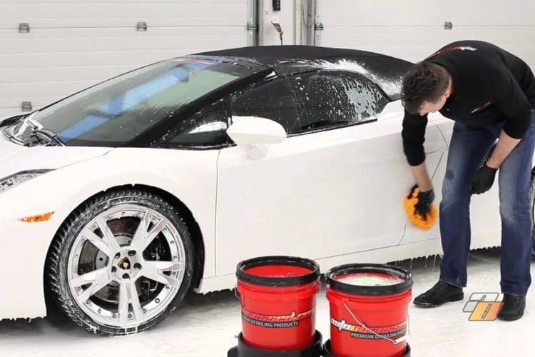 วิธีดูแล รักษารถยนต์สีขาว ไม่ให้เกิดคราบสีเหลืองรอบตัวรถ 1