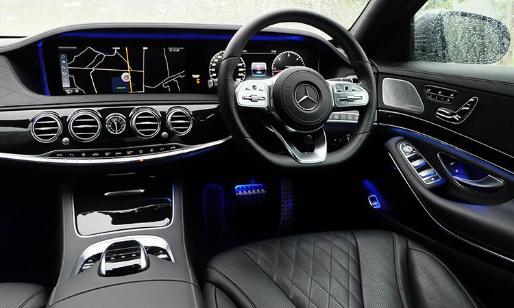 ดีไซน์ภายในด้านคนขับ MercedesBenz S-Class 350d