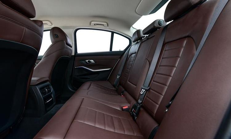 เบาะหลัง BMW 320d Sport