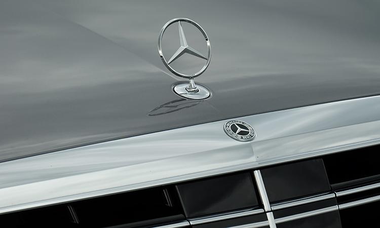 โลโก้บนกระจังหน้า MercedesBenz S-Class 350d