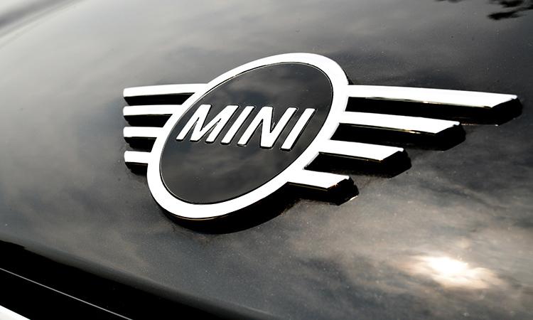 โลโก้กระจังหน้า MINI Countryman Cooper S (F60)