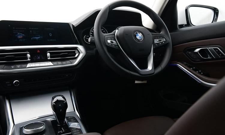 พวงมาลัย BMW 320d Sport