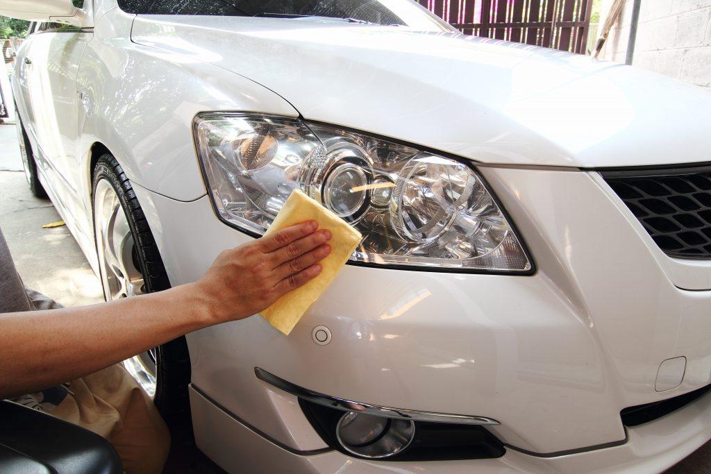 วิธีดูแล รักษารถยนต์สีขาว ไม่ให้เกิดคราบสีเหลืองรอบตัวรถ 3