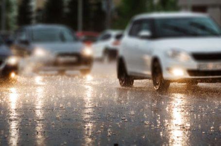 ออฟชั่นในรถ ที่เหมาะสำหรับเปิดใช้งานในวันที่ฝนตก