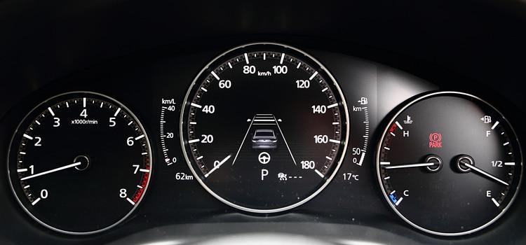หน้าปัดเรือนไม All NEW Mazda 3