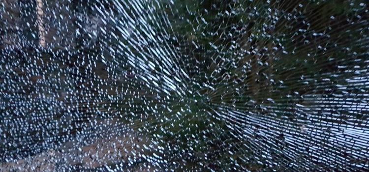 กระจกหน้ารถยนต์ถึงแตก โครงสร้างที่ไม่แข็งแรง