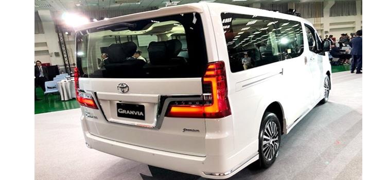 ประตูด้านหลัง All New Toyota Majesty