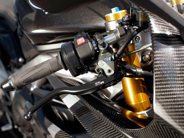 Triumph Daytona 765-6