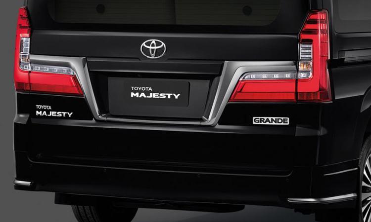 ท้าย Toyota Majesty