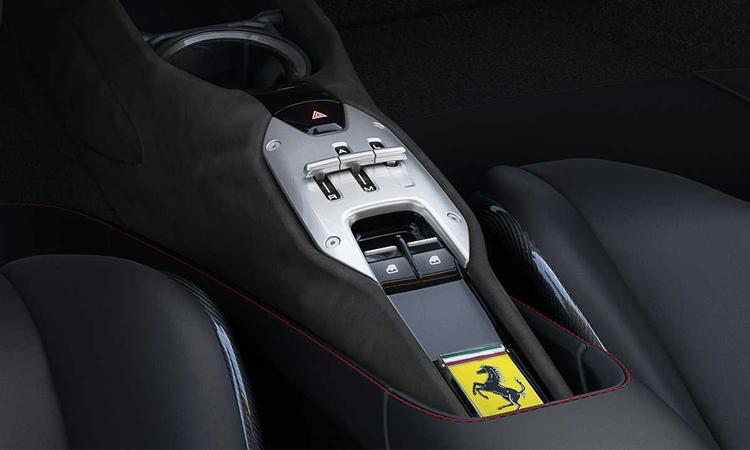 ภายใน Ferrari SF90 Stradale