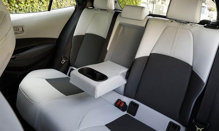 เบาะหลัง Toyota Corolla Hatchback