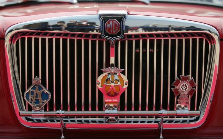 MG : Morris Garages