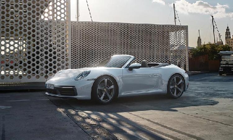 ดีไซน์ Porsche 911 Carrera 4