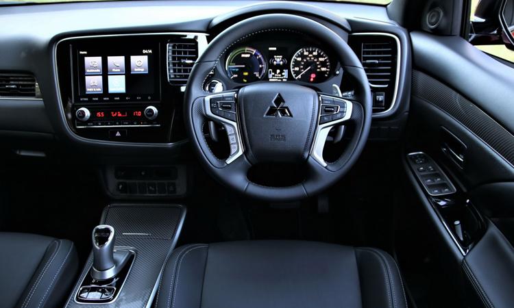 ภายใน Mitsubishi Outlander PHEV