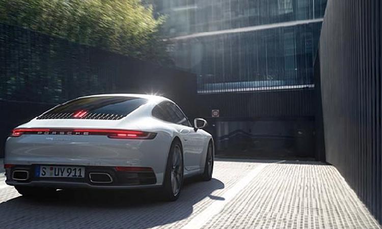 ดีไซน์ภายหลัง Porsche 911 Carrera 4
