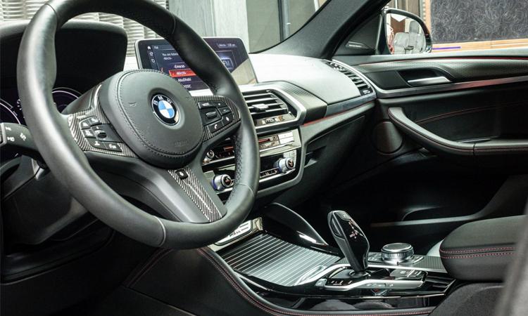 ภายใน BMW X4 M40i Adu Dhabi Motors