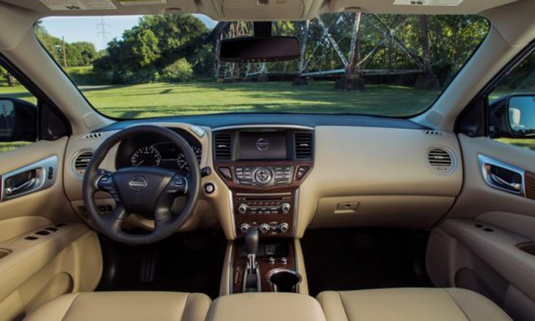 ภายใน Nissan Pathfinder 2020
