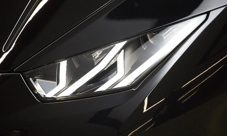 ดีไซน์ไฟหน้า Lamborghini Huracán EVO