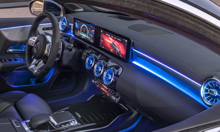 คอลโซนหน้า Mercedes-AMG A35 Sedan