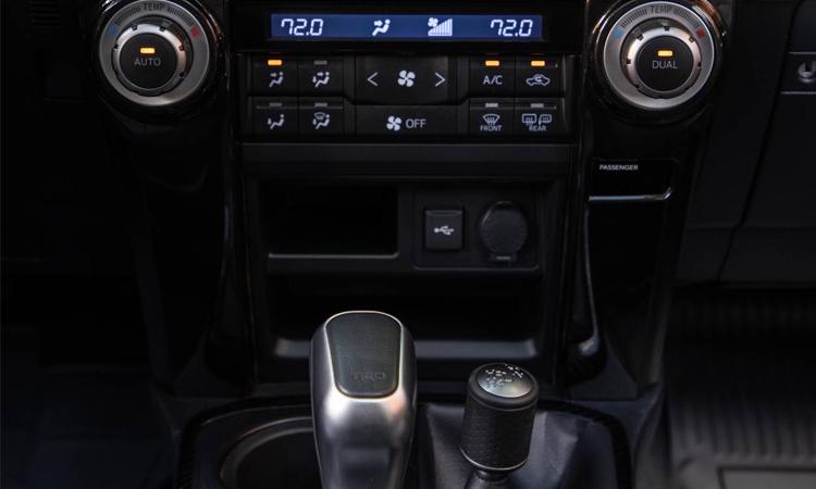 ปุ่มควบคุม Toyota 4Runner 2020