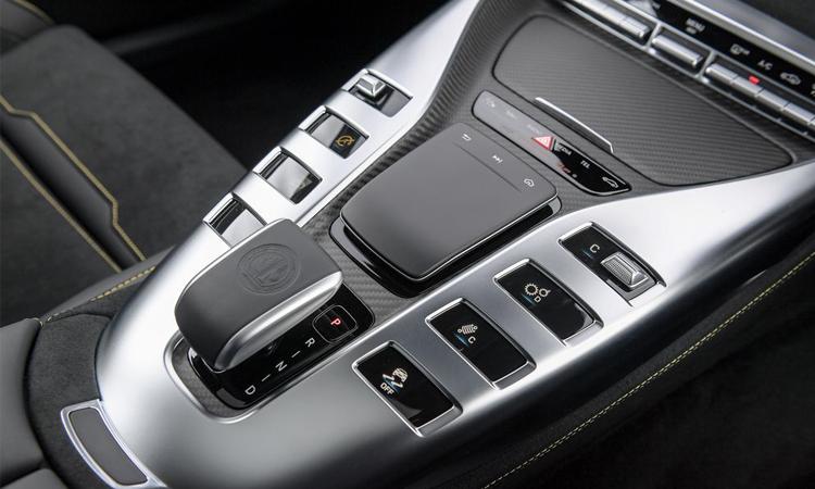 กียร์ Mercedes-AMG GT 63 S 4MATIC+ 4-Door Coupé