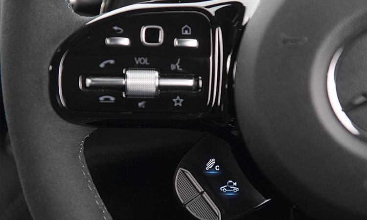 ปุ่มควบคุมบนพวงมาลัย Mercedes-AMG GT R