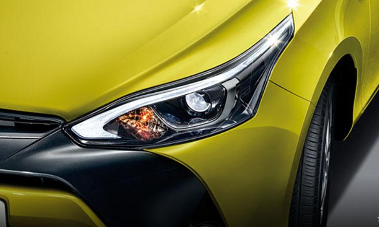 โคมไฟหน้า Toyota Yaris L Hatchback