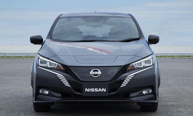 ดีไซน์ด้านหน้า Nissan Leaf e+