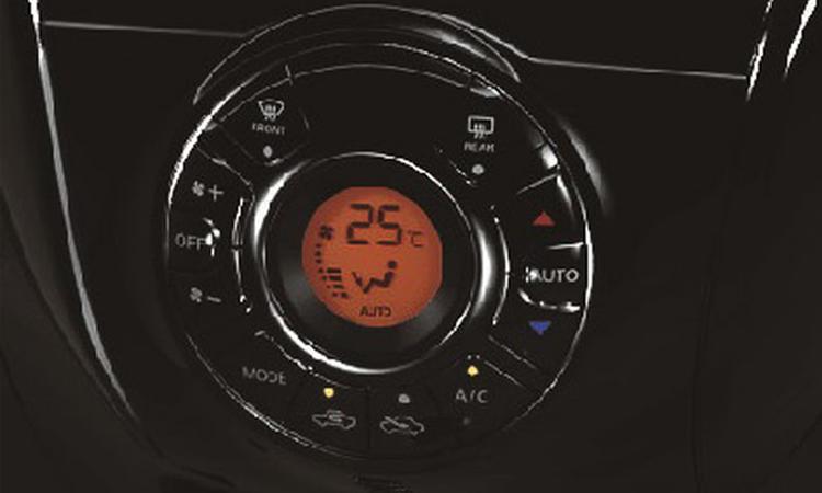 ปุ่มควบคุม Nissan Note V Selection