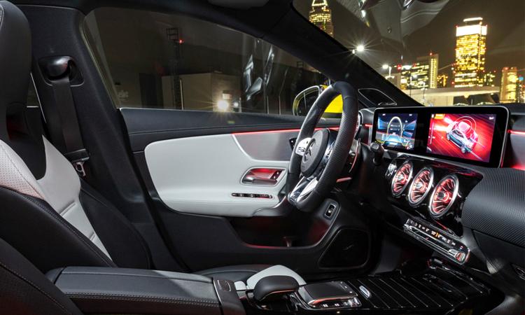 ภายใน Mercedes-Benz CLA