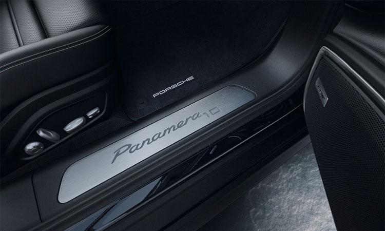 ขอบบันได Porsche Panamera 10 Years Edition