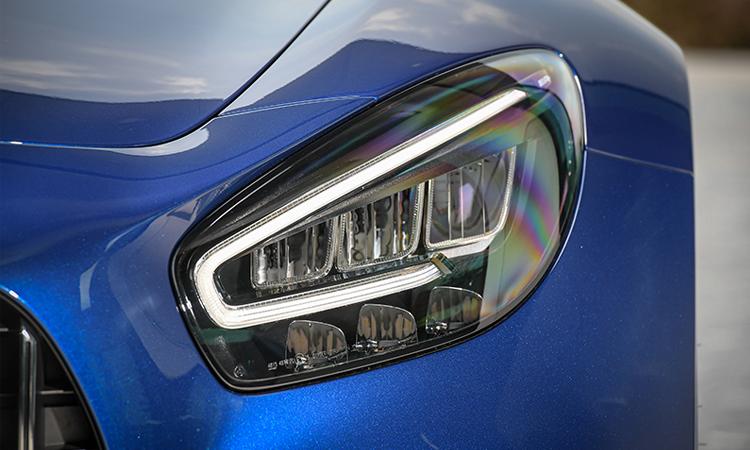 ดีไซน์โคมไฟหน้า Mercedes-AMG GT R
