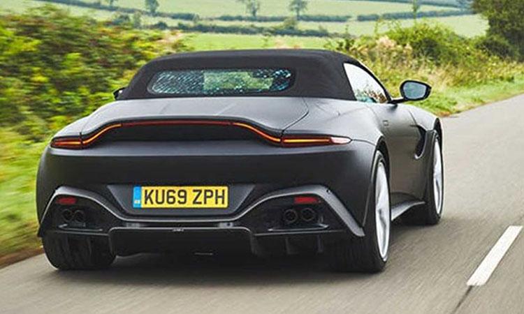 ดีไซน์ด้านหลัง Aston Martin Vantage Roadster