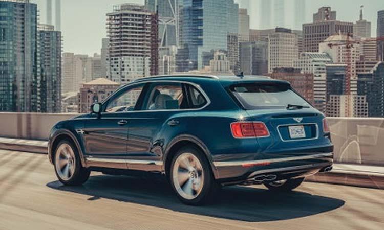 ด้านหลัง Bentley Bentayga Hybrid