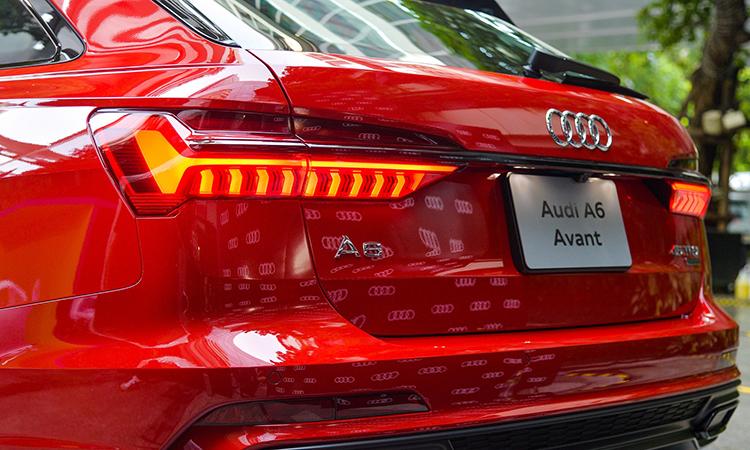ดีไซน์ด้านหลัง ราคาอย่างเป็นทางการ Audi A6 Avant 45 TFSI quattro S-Line Black Edition