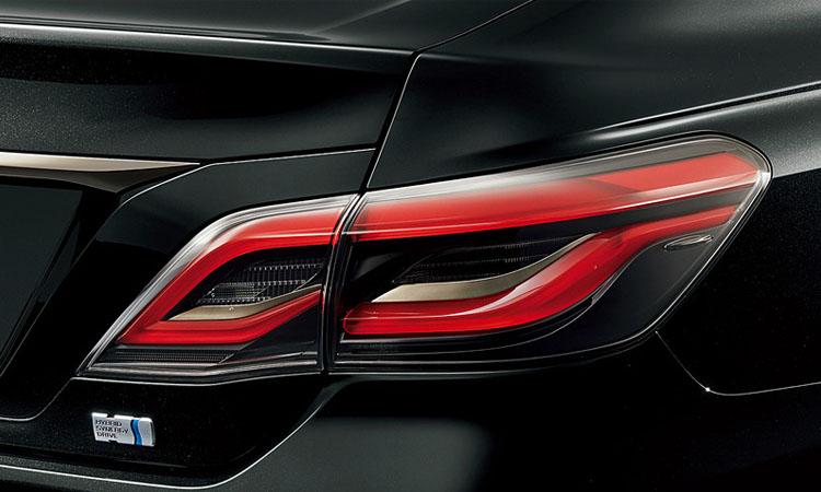 ดีไซน์โคมไฟท้าย Toyota Crown