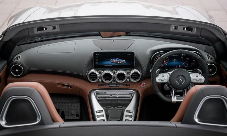 ดีไซน์ภายใน Mercedes-AMG GT C Roadster