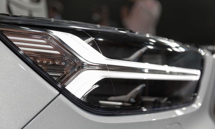 โคมไฟหน้า Volvo XC40