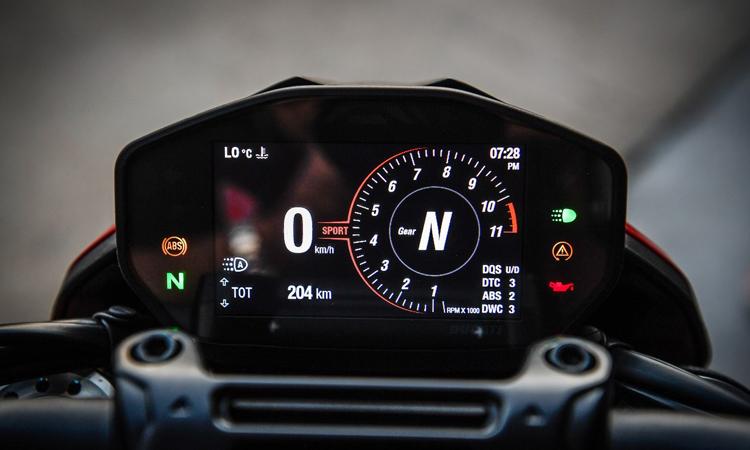 เรือนไมค์ Ducati HyperMart 950