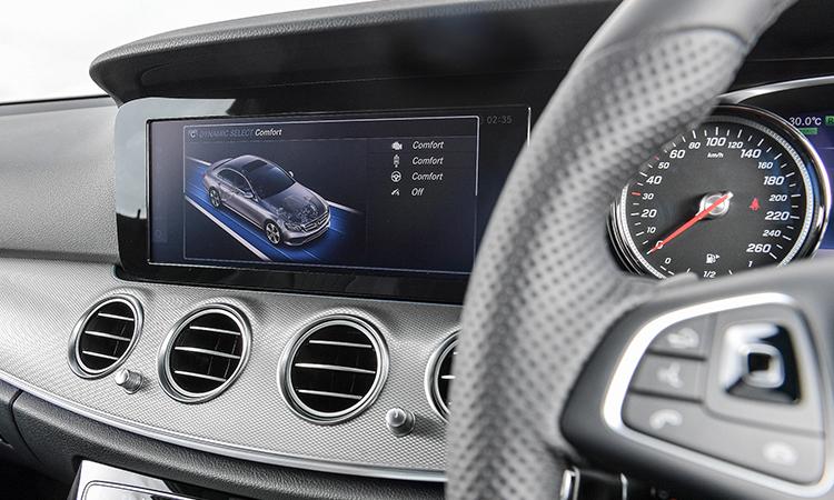 จอกลาง Mercedes-Benz E 350e Final Edition (Plug-in Hybrid)