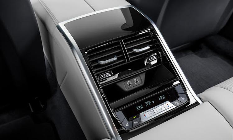 แอร์ของผู้นั่งด้านหลัง BMW M8 Gran Coup